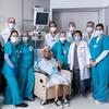 Eine Frau erhält eine neue Luftröhre in einer wegweisenden Transplantationschirurgie