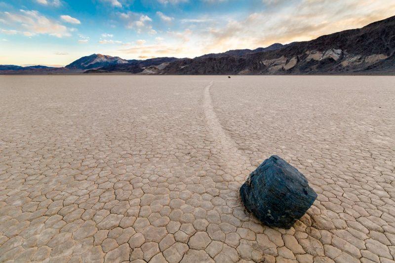 Was bewegt die Segelsteine im Death Valley?     Land