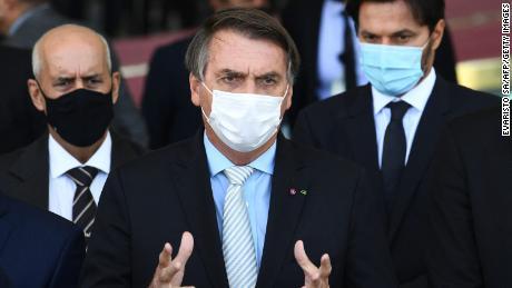 In Brasilien steht Bolsonaro vor einer Untersuchung der Regierung bezüglich seines Umgangs mit Covid-19