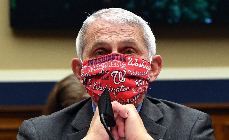 """Fauci bei Verwendung einer Maske: Geimpfte Personen können die Infektion immer noch """"versehentlich auf andere übertragen"""""""