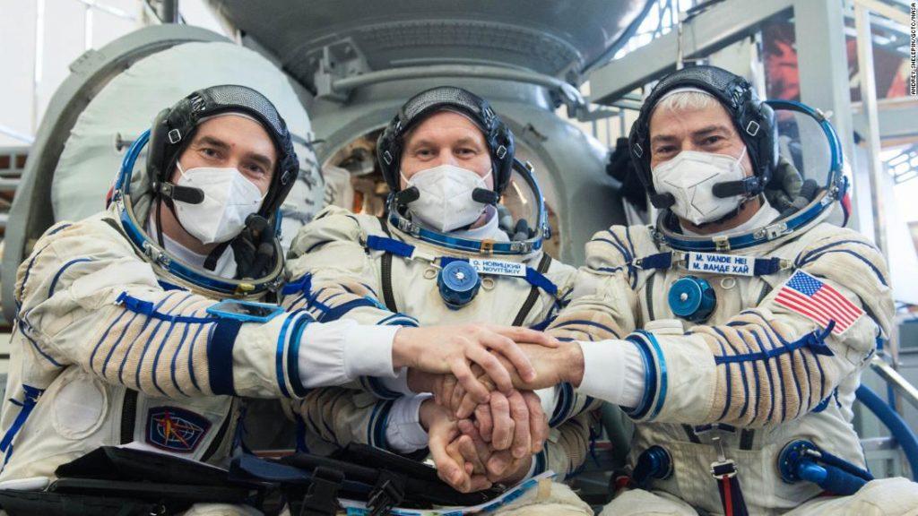 Start der Raumstation: Russische Astronauten und NASA-Astronauten verlassen am Freitag die Erde
