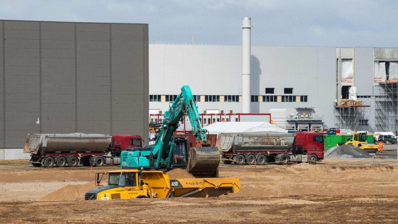 Von Eidechsen bis zum Wasser wird die Berliner Tesla-Fabrik durch Umweltbelastungen behindert