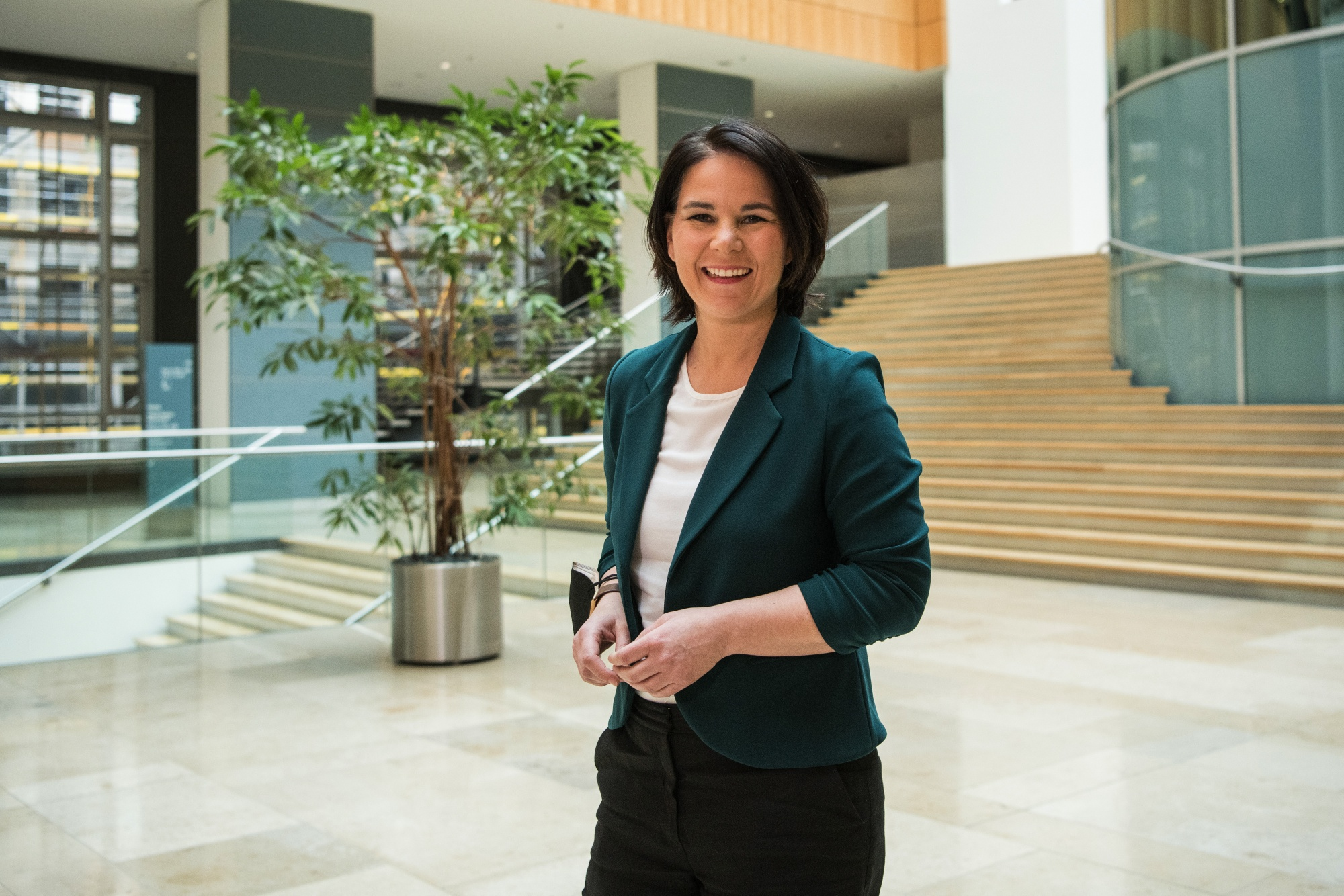 Die Pressekonferenz der Kandidatin der Grünen, Analina Burbuk