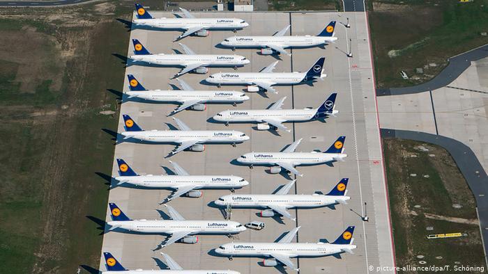 Lufthansa Flugzeuge geparkt am Berliner BER Flughafen