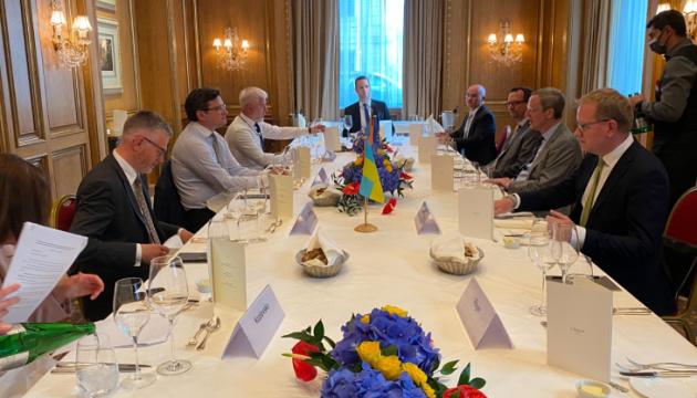 FM Kuleba diskutiert mit deutschen Geschäftsleuten Investitionsprojekte für erneuerbare Energien