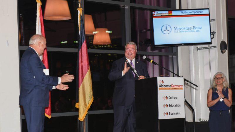 German Alabama Partnership ehrt Handelsunternehmen.  Canfield