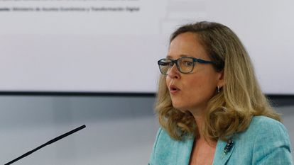 Die erste stellvertretende Premierministerin und Wirtschaftsministerin Nadia Calvino spricht nach der Kabinettssitzung am Dienstag.