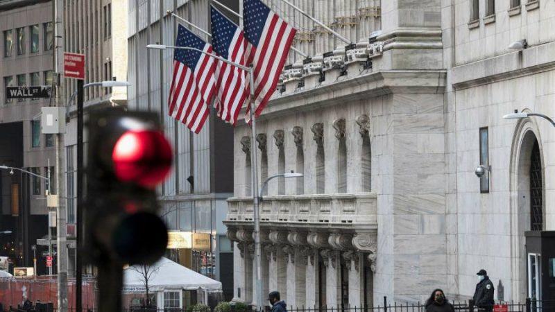 Wall Street-Aktien fallen und Anleihen steigen, wenn die Wachstumsvolatilität an die Oberfläche zurückkehrt