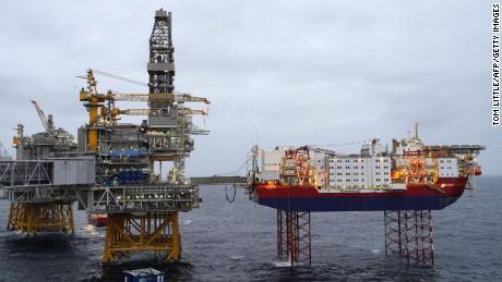 Ölförderplattformen stehen in der Nordsee über dem Ölfeld Johan Sverdrup während eines Medienbesuchs in der Region 140 Kilometer (87 Meilen) westlich der Stadt Stavanger, Norwegen, am 3. Dezember 2019.